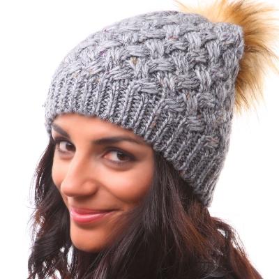 плетена шапка с понпон с вълна и алпака